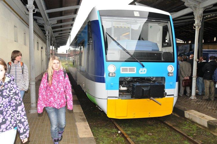 Jednou_z_alternativ_dopravy_z_Lbc_do_Jbc_jsou_i_pohodlne_vlaky_Stadler_medium