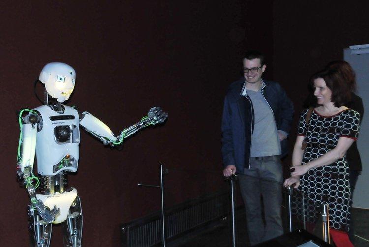 Robot_se_uz_uci_mluvit_medium