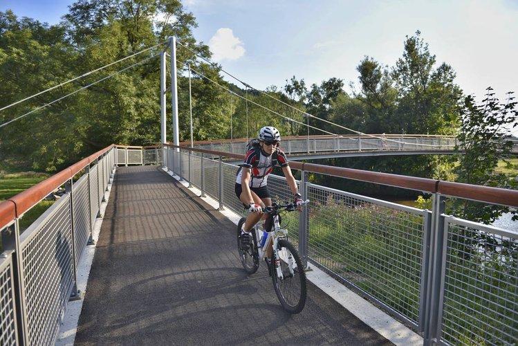 Greenway_Jizera_-_cyklistka_na_novem_moste_v_Male_Skale_medium