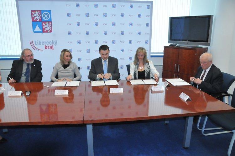 V_sidle_kraje_byl_podepsan_Pakt_zamestnanosti_Libereckeho_kraje__medium