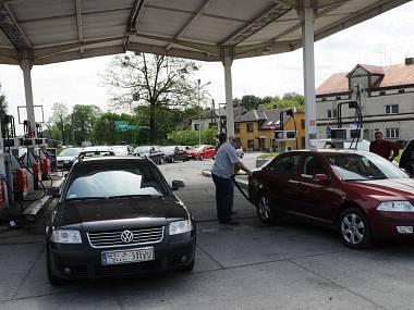 3999528-ostrava-auto-benzin-palivo-nafta-phm-cerpaci-stanice_denik-380