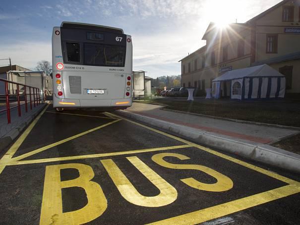 Autobusy veřejné dopravy stále jezdí v prázdninovém režimu