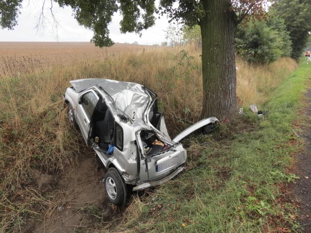 Cizince i jeho spolujezdkyni transportoval z místa nehody vrtulník