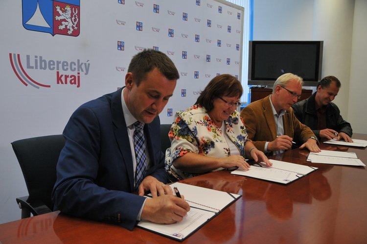 Do_stipendijniho_programu_Libereckeho_kraje_vstupuje_prvni_zamestnavatel_medium