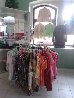 Prodejna textilu ve Frýdlantu v ulici Vrchlického