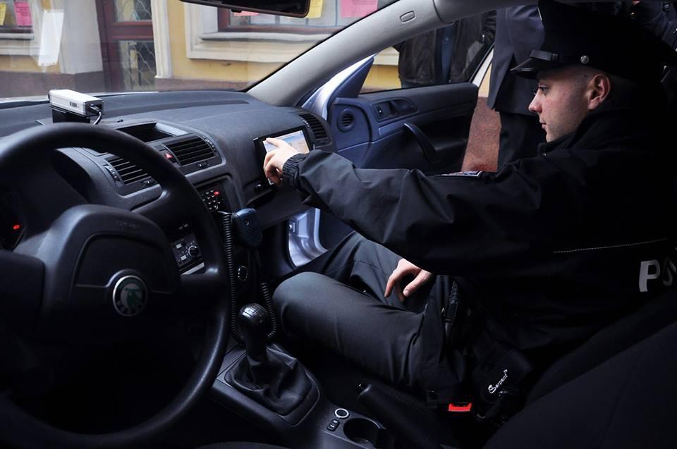 Kamery, nové radiostanice i lustrace přes tablet. Policie vybavila auta moderními technologiemi