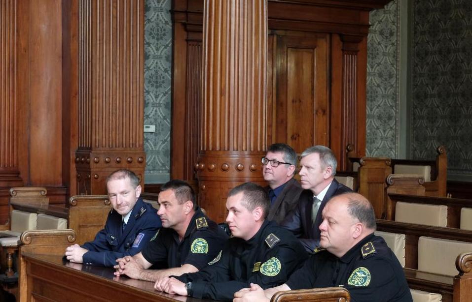 Psovodi celní správy Ukrajiny si v obřadní síni radnice převzali závěrečné certifikáty