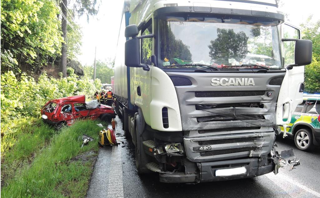 Aktualizace: Na silnici v Mníšku zemřel spolujezdec
