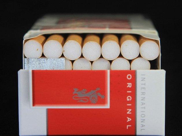 Celníci zajistili v obchodě 77 000 kusů cigaret s neplatnou tabákovou nálepkou