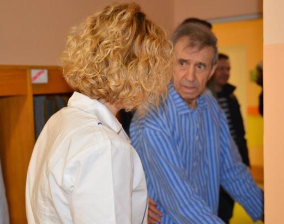 František Peterka je v libereckém hospici, v dobré náladě ho drží cvičení