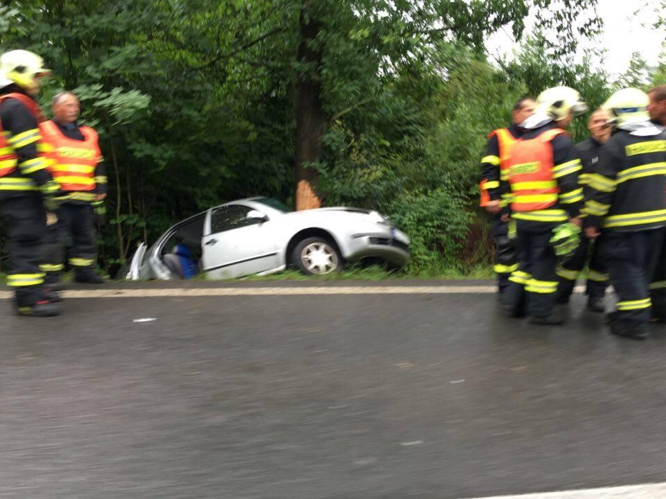 Vážná nehoda uzavřela před víkendem na hodinu silnici na Frýdlant