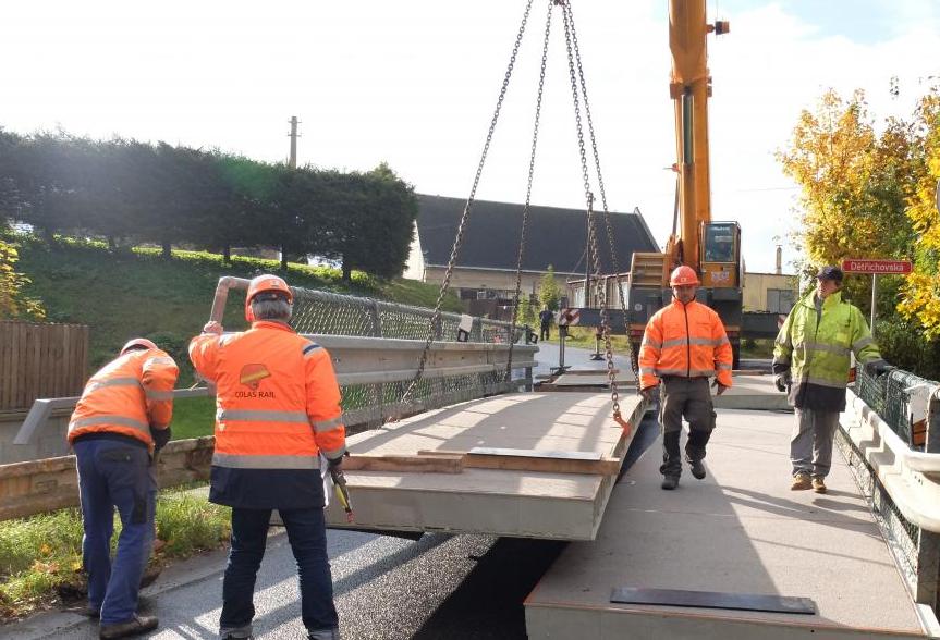 Železniční přejezd v Žitavské ulici zůstane uzavřen až do středy