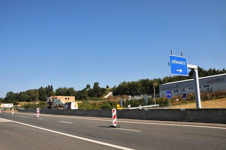 V úterý skončí dopravní omezení na silnici I/35 ve směru na Prahu, v opačném směru bude ještě pokračovat do konce listopadu