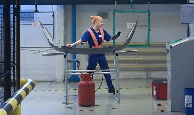 Firmám v kraji chybí dělníci, saské továrny situaci ještě zhorší