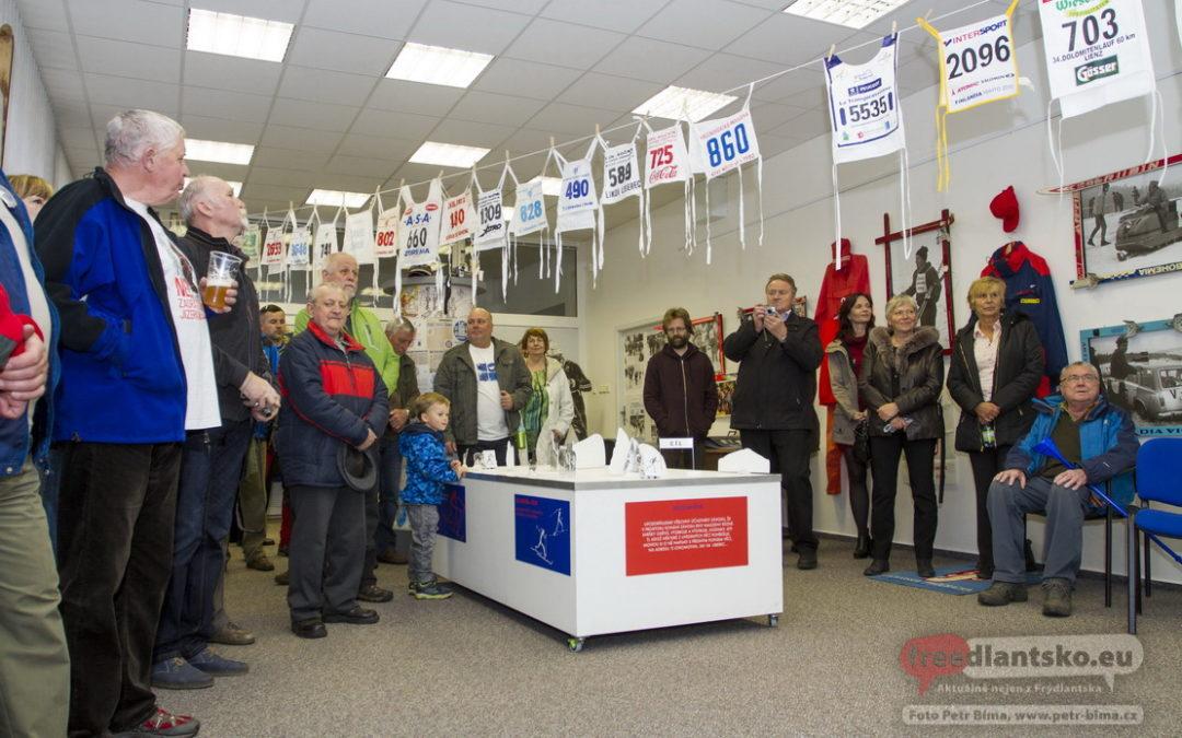 V Lázních Libverda slavnostně zahájili výstavu 50x Bílou stopou / Fotoreportáž