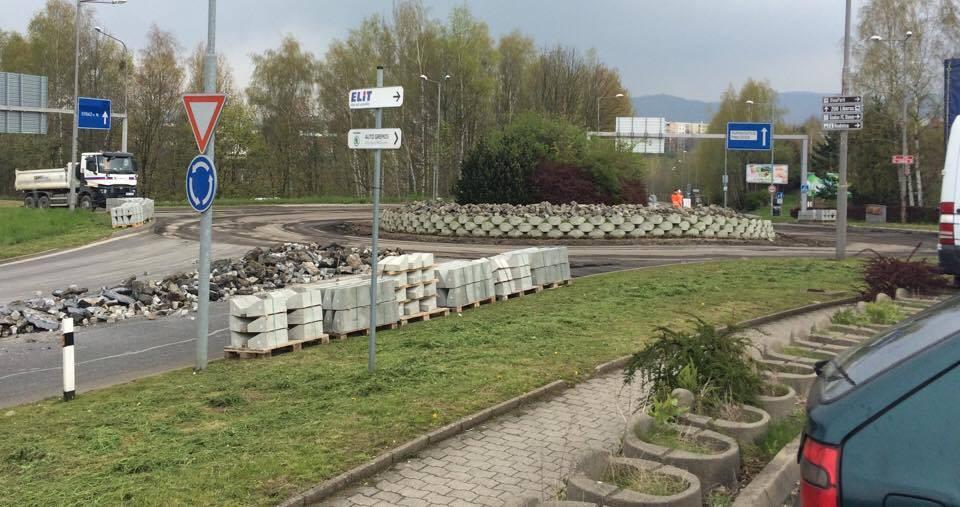 Kruhový objezd v Růžodole se na deset dní uzavřel, řidiči musí volit objízdné trasy