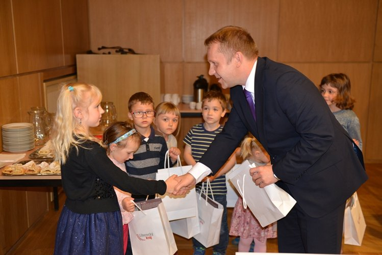 Kraj představil dva projekty na podporu rodin s dětmi
