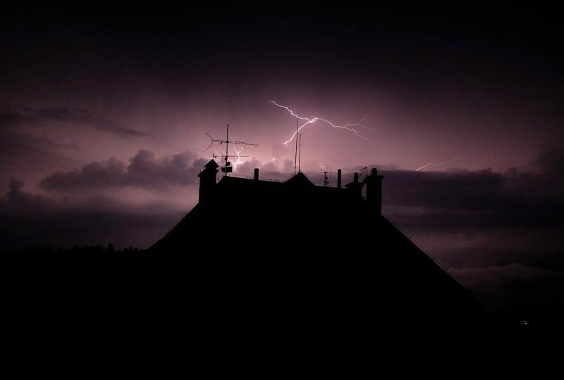 V úterý hrozí velmi silné bouřky