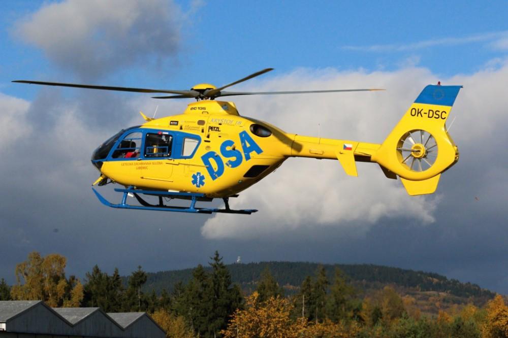 Vážná nehoda v Dětřichově. Tři zranění, jednoho transportoval vrtulník do nemocnice