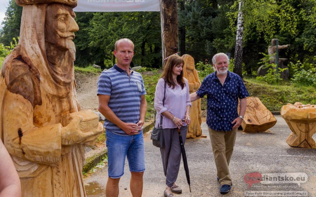 Vernisáž výstavy zakončila v Libverdě dřevosochařské sympozium / Fotoreportáž