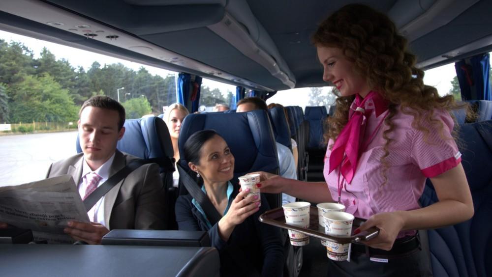Do Prahy za 85 korun? RegioJet nabídne levnější jízdné v autobusech bez občerstvení