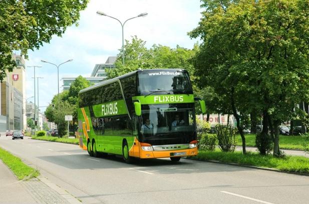 Do Prahy nejen žlutým autobusem. FlixBus přidá spoje na vytíženou linku