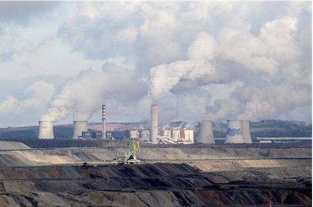 Poláci začali v tichosti rozšiřovat důl na hranicích, bojí se starostové
