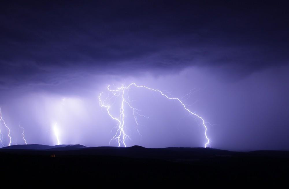Varování meteorologů. Největší vedra utnou noční silné bouřky s krupobitím