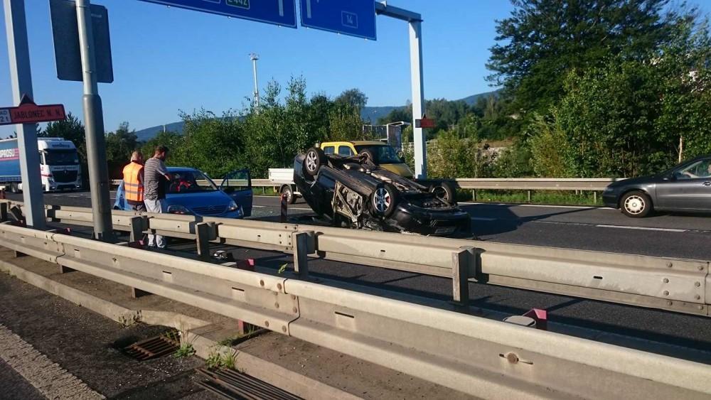 Dvě nehody během pondělního rána paralyzovaly dopravu na průtahu Libercem