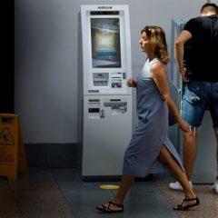 Místo bankovek virtuální měna. Nový automat v Liberci chrlí bitcoiny