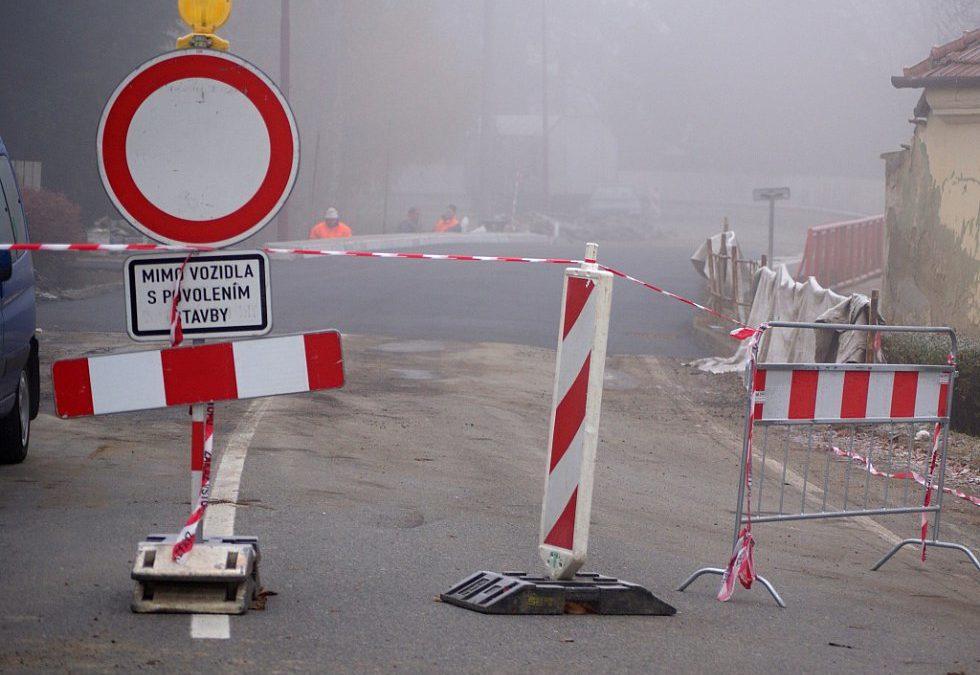 Hlavní silnice v Bílém Potoce se otevře za měsíc. Mění se kanalizace