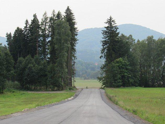 OBRAZEM: Rekonstrukce silnice mezi Raspenavou a Krásným lesem vrcholí