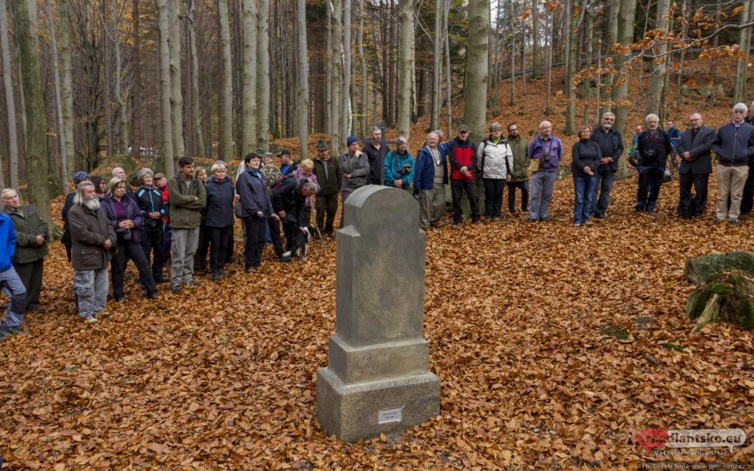 Slavnost požehnání obnoveného Wenzerichova pomníku v údolí Smědé nad obcí Bílý Potok / Fotogalerie