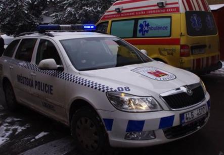 Strážník – záchranář pomohl zraněné ženě