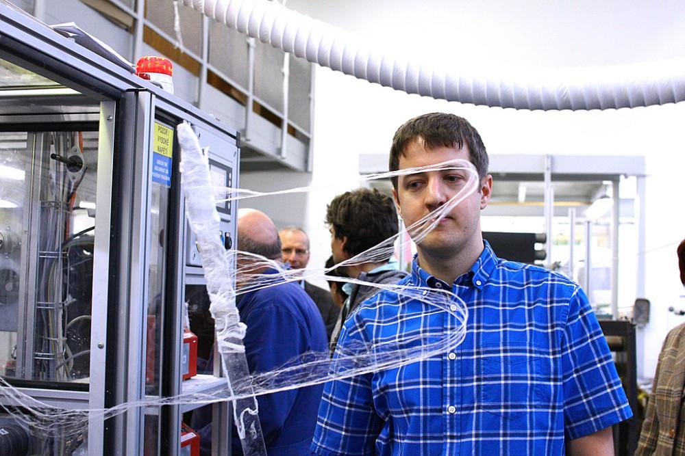 Univerzita představila novou technologii pro výrobu nanovláken. Celý proces se výrazně urychlí