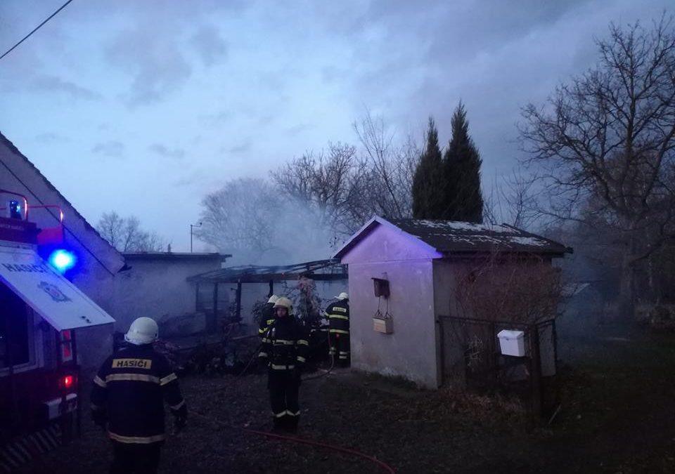 Požár altánu v Habarticích zaměstnal šest jednotek hasičů