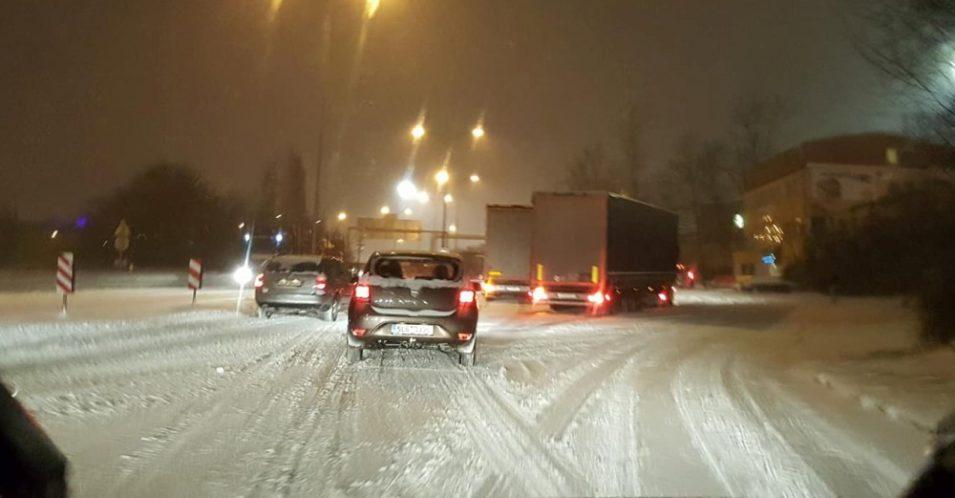 Další varování meteorologů. Silné sněžení, vichr a náledí