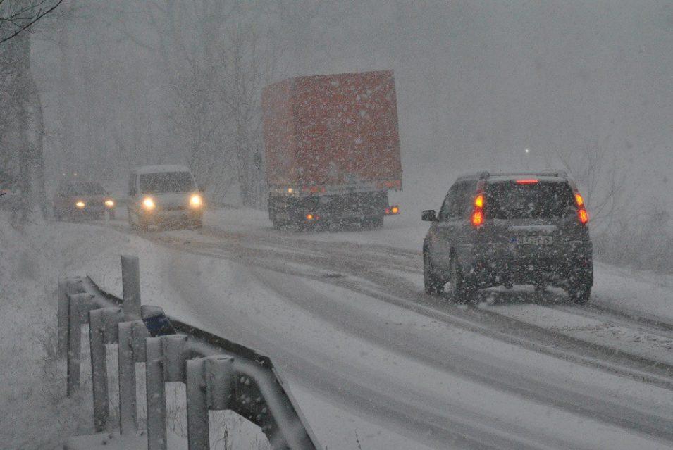 Silnice v Libereckém kraji jsou sjízdné, čeká se na další sněžení
