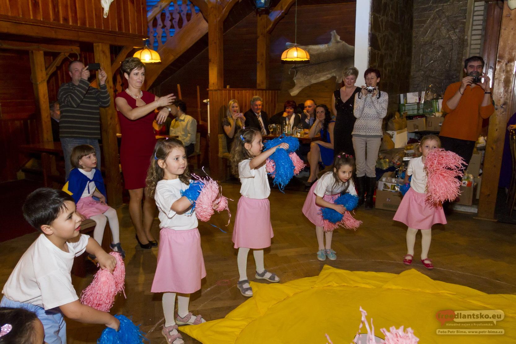 Společenský ples MŠ a ZŠ Lázně Libverda / Fotoreportáž