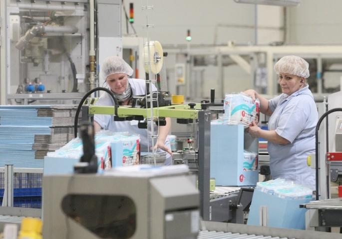 Fabrika v Hrádku chrlí 700 plen za minutu a chce být největší na světě