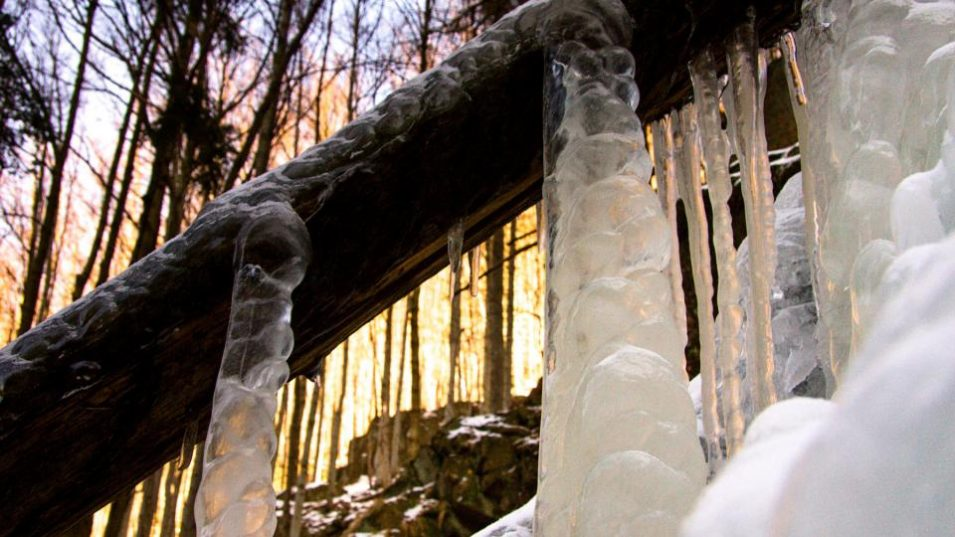 Ledová krása Jizerek láká. Místy ale platí zákaz vstupu