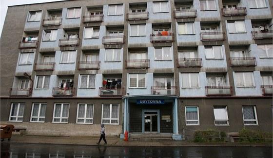 Ubytovny plní dělníci z ciziny, obyvatelé malých měst se jich obávají