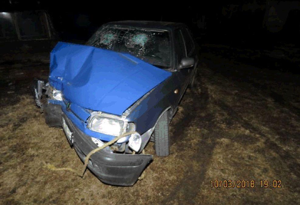 Opilý řidič narazil autem do betonového sloupu. Zraněný se s Felicií na odpis snažil odjet