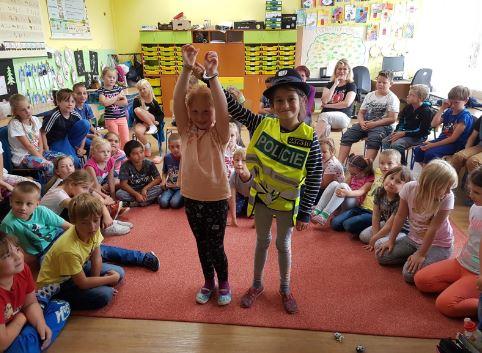 Policisté přijeli za dětmi do Raspenavy