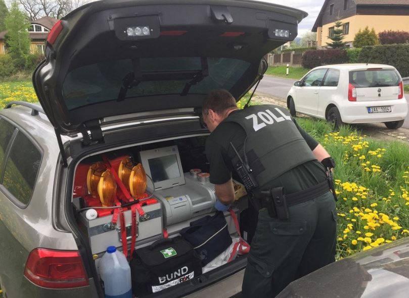 Policisté zkouší nový přístroj, drogy a výbušniny odhalí lépe než pes