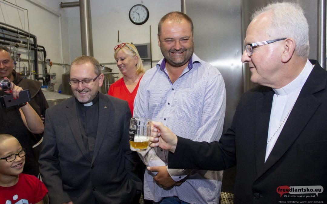 Hejnické klášterní pivo požehnal litoměřický biskup