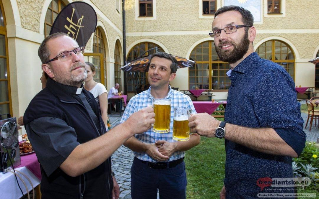 V Hejnicích narazili první sud klášterního ležáku Anastas