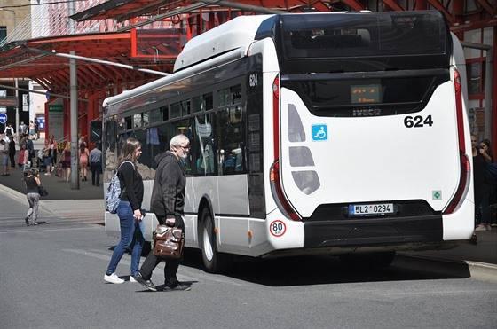 Kromě vlaků a autobusů zlevní v kraji i MHD. Ušetří děti, studenti i senioři