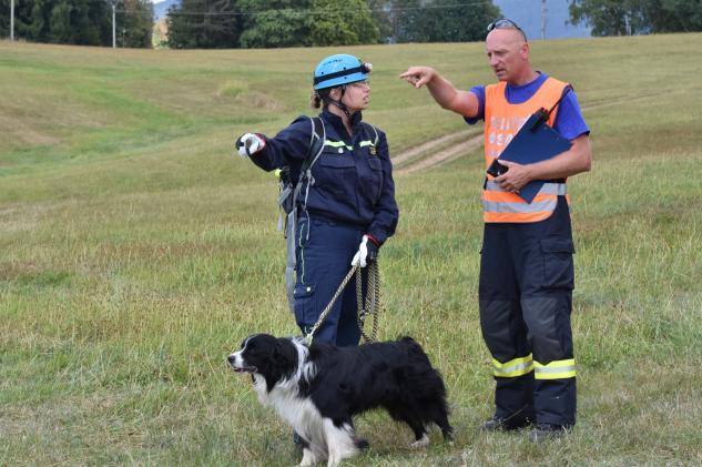 Na Liberecku se zřítila střecha a ztratila skupinka turistů. Aneb psovodi dobrovolných hasičů měli svůj závod
