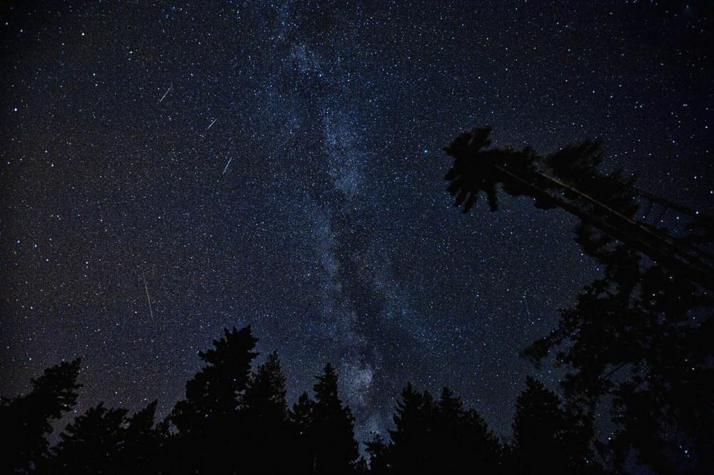 V noci z dneška na pondělí bude vidět na obloze roj Perseidů